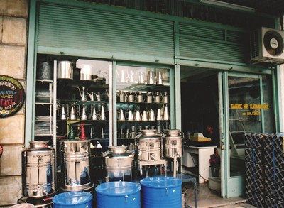 Kalamata olive oil container 